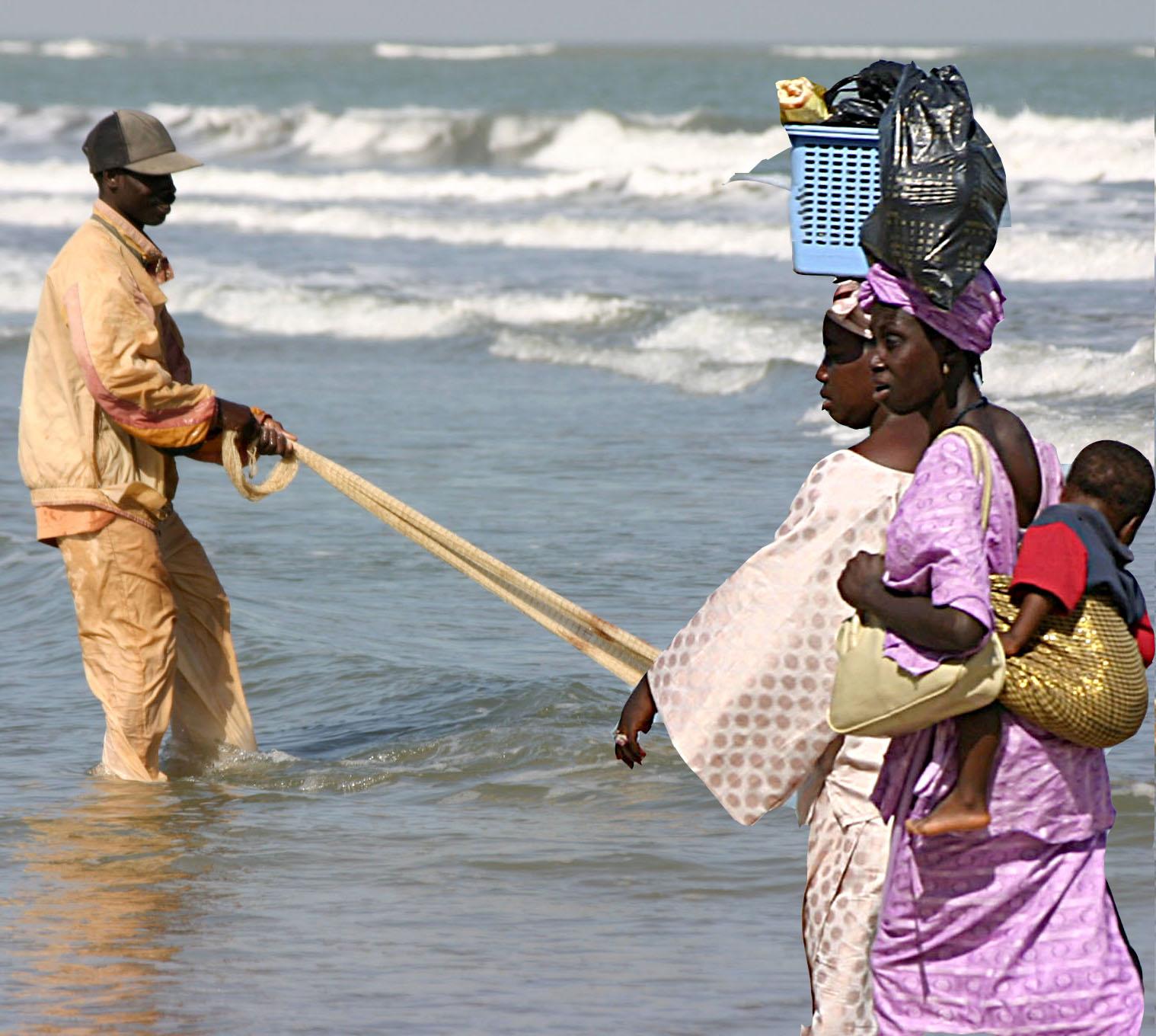 gambia-2005-fish-woman